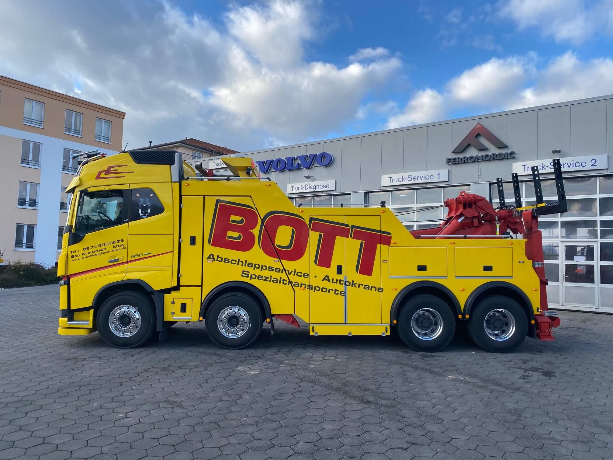 Volvo FH16 650 8x4 Abschlepp- und Bergungsfahrzeuges geliefert an Firma Bott Abschleppdienst GmbH aus Bad Kreuznach.
